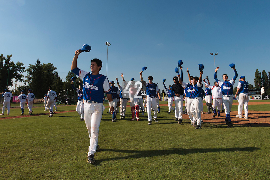 20 August 2010: Team France thanks the crowd after France 6-5 win over Italy, at the 2010 European Championship, under 21, in Brno, Czech Republic.