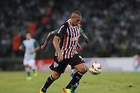 MEDELLÍN -COLOMBIA-06-11-2013.  Un jugador de Atlético Nacional de Colombia (back) disputa el balóin con Luis Fabiano (front) de Sao Paulo de Brasil en el juego de vuelta de llos cuartos de final de la Copa Total Sudamericana 2013 realizado en el estadio Atanasio Girardot de Medellín./ A player of Atletico Nacional of Colombia (back) fights for the ball with Luis Fabiano (front) of Sao Paulo of Brazil during the match of the second leg of the quarter finals for the Copa Total Sudamericana 2013 played at Atanasio Girardot stadium in Medellin. Photo: VizzorImage/Luis Ríos/STR