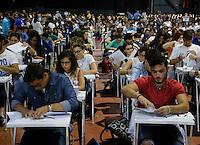 Universita gli studenti si sottopongono Test di ammisione alla facolta di Medicina<br /> nella foto la  candidati all interno del Palapartenope all apertura delle buste
