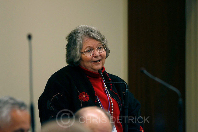 Salt Lake City,Utah--1/20/06--10:20:30 AM-.Sen. Beverly Evans (r) Assistant Majority Whip, discusses S.B. 57: Telehealth for Rural Utah..Utah State Legislature. Senate...Chris Detrick/Salt Lake Tribune.File #_1CD0259
