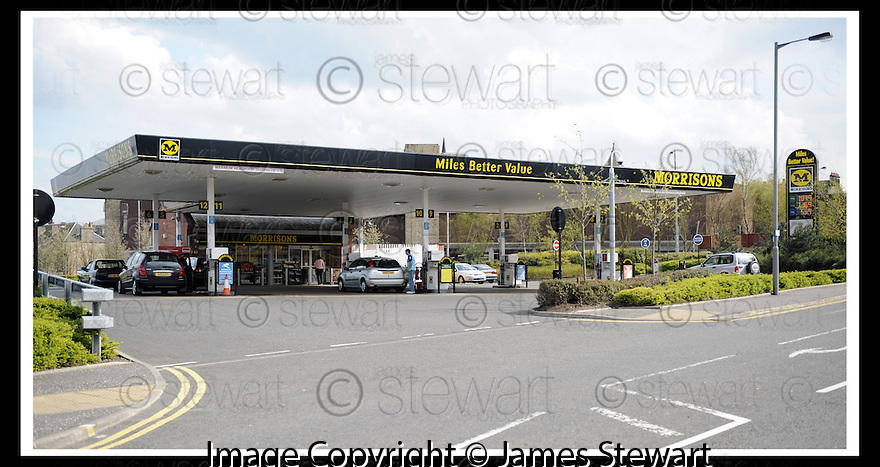 27/04/2008   Collect Pic: James Stewart.File Name : sct_jspa05_ineos.THE MORRISON PETROL STATION IN THE CENTRE OF FALKIRK WITH ONLY A HNDFUL OF CUSTOMERS...  DRIVERS IN CENTRAL SCOTLAND SEEM TO BE TAKING THE ADVICE ON NOT PANIC BUYING....James Stewart Photo Agency 19 Carronlea Drive, Falkirk. FK2 8DN      Vat Reg No. 607 6932 25.Studio      : +44 (0)1324 611191 .Mobile      : +44 (0)7721 416997.E-mail  :  jim@jspa.co.uk.If you require further information then contact Jim Stewart on any of the numbers above........