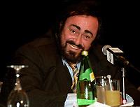 Luciano Pavarotti<br /> en conference de presse avant son spectacle du 2 fevrier 2001 au Centre Molson (Bell)<br /> <br /> PHOTO :  Agence Quebec Presse