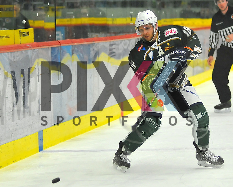Markus GLEICH (SC Bietigheim Steelers).<br /> <br /> Deutschland, Bietigheim-Bissingen:  Eishockey, DEL2 PlayOff Halbfinale: SC Bietigheim Steelers vs. EVL Landshut Eishockey am 06.04.2015,  EgeTrans Arena im Spiel SC Bietigheim - EV Landshut.<br /> <br /> Foto &copy; P-I-X.org *** Foto ist honorarpflichtig! *** Auf Anfrage in hoeherer Qualitaet/Aufloesung. Belegexemplar erbeten. Veroeffentlichung ausschliesslich fuer journalistisch-publizistische Zwecke. For editorial use only.
