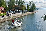Jacht wpływający do Kanału Łuczańskiego z jeziora Niegocin. Giżycko