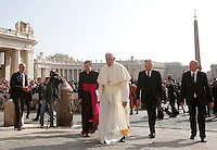 Papa Francesco arriva all'udienza generale del mercoledi' in Piazza San Pietro, Citta' del Vaticano, 6 aprile 2016.<br /> Pope Francis arrives to attend his weekly general audience in St. Peter's Square at the Vatican, 6 April 2016.<br /> UPDATE IMAGES PRESS/Isabella Bonotto<br /> <br /> STRICTLY ONLY FOR EDITORIAL USE
