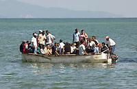Dominikanische Republik, Zubringerboot zur Fähre nach Samana  im Hafen von Sabana de la Mar