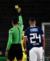 BOGOTA - COLOMBIA - 22 – 03 - 2018: Eder Vergara (Izq.), arbitro, muestra tarjeta amarilla a Cesar Arias (Cent.) jugador de Alianza Petrolera, durante partido aplazado de la fecha 8 entre Millonarios y Alianza Petrolera, por la Liga Aguila I 2018, jugado en el estadio Nemesio Camacho El Campin de la ciudad de Bogota. / Eder Vergara (L), referee, shows yellow card to Cesar Arias (C), player of Alianza Petrolera during a posponed match of the 8th date between Millonarios and Alianza Petrolera, for the Liga Aguila I 2018 played at the Nemesio Camacho El Campin Stadium in Bogota city, Photo: VizzorImage / Luis Ramirez / Staff.