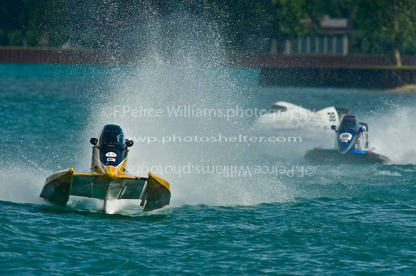 8-10 August 2008  Algonac, MI USA.Brian Normand's Seebold/Mercury leads competitors through the upriver turn..©F.Peirce Williams 2008