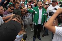 S&Atilde;O PAULO, SP, 03.05.2015 - CAMPEONATO PAULISTA - SANTOS X PALMEIRAS - Marcos Chiesa o &quot;Bola&quot; do programa P&acirc;nico na Band &eacute; visto neste domingo ,03,<br /> na Rua Palestra Italia antes da segunda partida entre Santos x Pameiras pela final do campeonato Paulista 2015. <br /> (Foto Marcio Ribeiro / Brazil Photo Press).