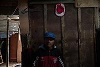 BOGOTA - COLOMBIA, 16-05-2020: Andrés (24), parado en la entrada de su habitación la cual comparte con su hija Danna (3). Mas de 200 familias terminan el proceso de desalojo en el predio La Estancia al sur de Bogotá quedando sin ninguna ayuda ni un techo donde vivir durante la cuarentena total en el territorio colombiano causada por la pandemia  del Coronavirus, COVID-19. / Andrés (24), standing at the entrance of his room which he shares with his daughter Danna (3). More than 200 families are evicted from La Estancia farm at south of Bogota city and they left withoput any help and shelter to live during total quarantine in Colombian territory caused by the Coronavirus pandemic, COVID-19. Photo: VizzorImage / Mariano Vimos / Cont