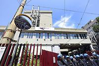 Roma, 25 Maggio 2012.Sede Atac di Via Prenestina.Manifestazione contro l'aumento del biglietto scattato oggi. Polizia schierata davanti l'entrata