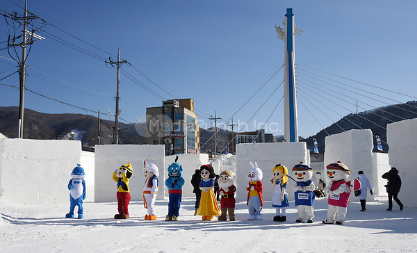 "Performers dressed as mascots or as Disney characters walking through the ""Snow Land"" ice sculpture park in Pyeongchang, South Korea, 07 February 2018. The Pyeongchang 2018 Winter Olympics take place between 09 and 25 February. Photo: Tobias Hase/dpa /MediaPunch ***FOR USA ONLY***"