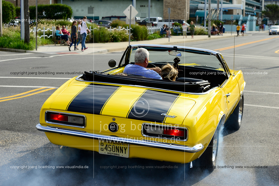 USA, New Jersey, Wildwood, parade of classic cars, GM General Motors cabriolet Chevrolet Camaro accelerates