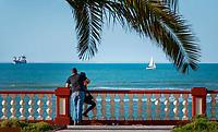 Spanien, Andalusien, Provinz Cádiz, Chipiona: Badeort, Strand an der Costa de la Luz, Promenade   Spain, Andalusia, Province Cádiz, Chipiona: beach resort at Costa de la Luz, seaside promenade