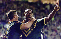Picture by Shaun Flannery\SWpix.com - 25/11/00 - Rugby League World Cup Final 2000 - Australia v New Zealand, Old Trafford, Manchester, England - Australia's Wendell Sailor celebrates his try.