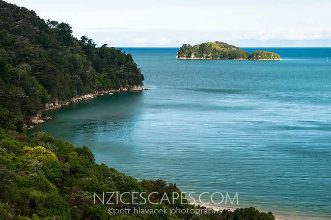 Coquille Bay on Abel Tasman Coastal Track with Fisherman Island in background, Abel Tasman NP, Nelson Region, New Zealand