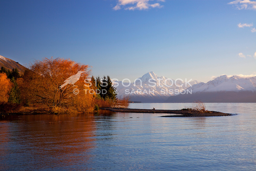 Snow covered Mt Cook / Aoraki on an autumn morning from the shores of Lake Pukaki, South Island