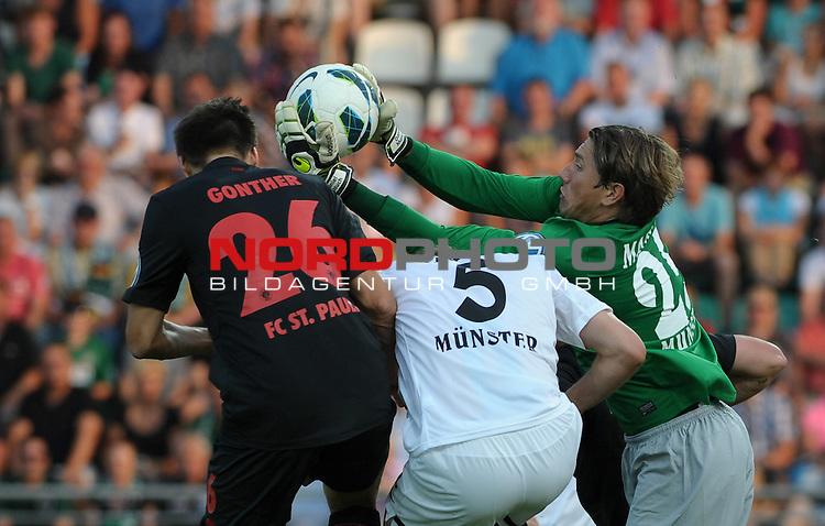 04.08.2013, Preu&szlig;enstadion, M&uuml;nster, GER, DFB-Pokal, 1. Hauptrunde, Preu&szlig;en M&uuml;nster vs FC St. Pauli, im Bild Daniel Masuch (Muenster #25) ist vor S&ouml;ren / Soeren Gonther (St. Pauli #26) und Patrick Kirsch (Muenster #5) am Ball<br /> <br /> Foto &copy; nph / Frisch