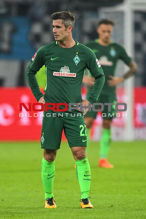 30.09.2017, Volksparkstadion, Hamburg, GER, 1.FBL Hamburger SV vs Werder Bremen , im Bild<br /> <br /> entt&auml;uscht / enttaeuscht / traurig / <br /> Fin Bartels (Werder Bremen #22)<br /> Robert Bauer (Werder Bremen #4)<br /> <br /> <br /> Foto &copy; nordphoto / Kokenge