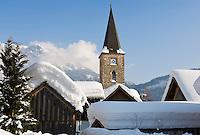 Austria, Styria, Styrian Salzkammergut, Altausseerland, Altaussee at Altausseer Lake: winter scenery