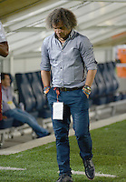 IBAGUÉ -COLOMBIA, 10-07-2015. Alberto Gamero técnico del Deportes Tolima gesticula durante partido de ida con Cortulúa por la fecha 12 de la Liga Águila II 2016 jugado en el estadio Manuel Murillo Toro de Ibagué. / Alberto Gamero coach of Deportes Tolima gestures during the match against Cortulua for the date 12 of the Aguila League II 2016 played at Manuel Murillo Toro stadium in Ibague city. Photo: VizzorImage / Juan Carlos Escobar / Str