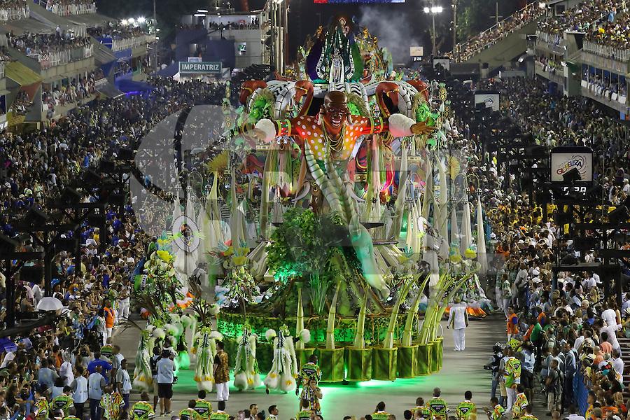 RIO DE JANEIRO, RJ, 17.02.2015 - CARNAVAL 2015 - RIO DE JANEIRO - GRUPO ESPECIAL / IMPERATRIZ LEOPOLDINENSE - Carro abre-alas da escola de samba Imperatriz Leopoldinense durante desfile do grupo especial do Carnaval do Rio de Janeiro, na madrugada desta terça-feira, 17. (Foto: Gustavo Serebrenick / Brazil Photo Press)