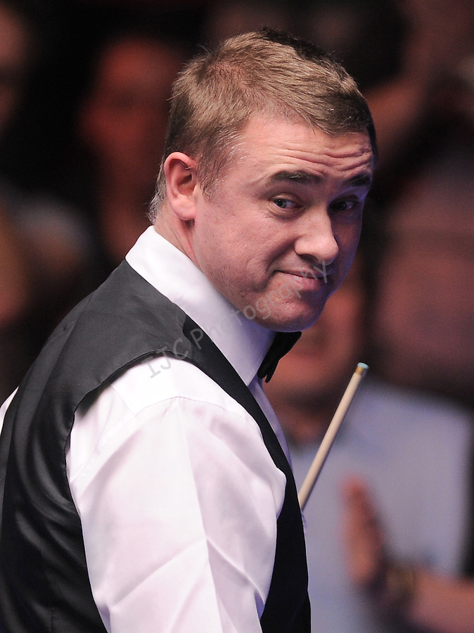 Stephen Hendry (Sco) smiles after scoring a 147 break in the first frame. ..World Snooker - Wyldecrest Park Homes Welsh Open 2011 - Match 22 - 17-Feb-2011 - Stephen Hendry (Sco) v Stephen Maguire (Sco) - Newport Leisure Centre - Newport.PLEASE CREDIT : IAN COOK IJC SPORTS ..© IJC SPORTS www.ijcsports.co.uk