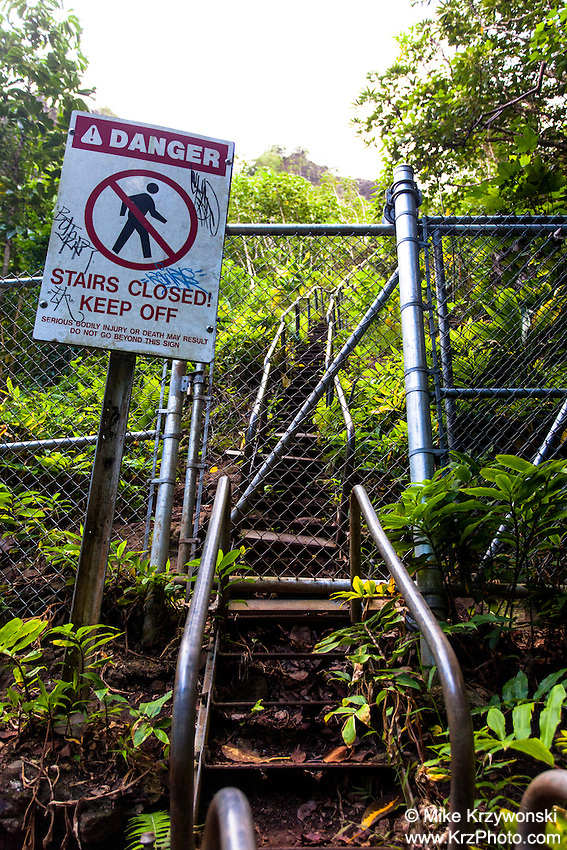 "Closed entrance to Haiku Stairs (""Stairway to Heaven"") hiking trail in Kaneohe, Oahu"