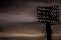 Luces, lamparas o luminarias del estadio H&eacute;roe de Nacozari a contra luz justo antes del anochecer.Cielo azul intenso<br /> <br /> (Photo:Luis Gutierrez/ NortePhoto.com)<br /> <br /> pclaves:  atardecer