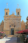 Basilica church and cafes in Saint George´s square, Plaza San Gorg, Victoria Rabat, island of Gozo, Malta