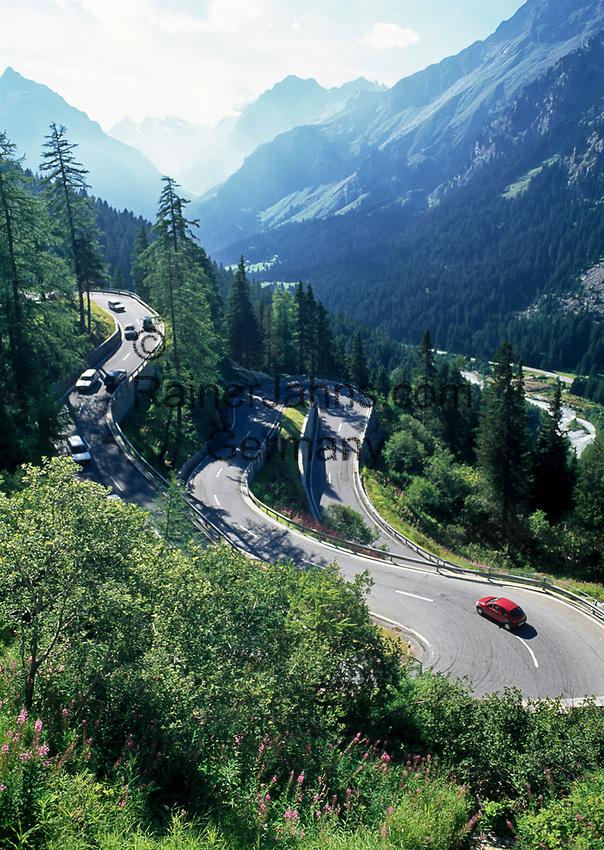 Schweiz, Graubuenden, Oberengadin, Serpentinen am Majolapass   Switzerland, Graubuenden, Upper Engadin, serpentines at Majola pass