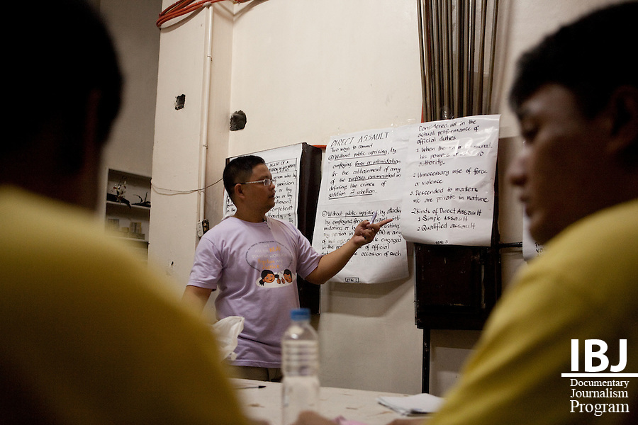Junard, one of the JusticeMakers in Manila, trains paralegals in Manila City Jail.  The paralegals in turn help other inmates to prepare for their cases.