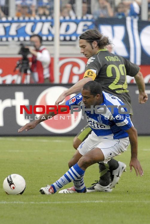 FBL  2007/2008   09. Spieltag Hinrunde<br /> <br /> MSV Duisburg vs Werder Bremen<br /> <br /> Torsten Frings (Bremen) gegen Ailton (Duisburg)<br /> <br /> Foto &copy; nph (  nordphoto  )<br /> <br /> <br /> <br />  *** Local Caption ***