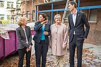 Die Berliner Schulsenatorin Sandra Scheeres besuchte am Freitag den 19. Oktober 2018 zusammen mit dem Bezirksbuergermeister von Neukoelln, Martin Hikel, und der Bildungsstadtraetin Karin Korte die Karl-Weise-Grundschule im Bezirk Neukoelln, um sich ein Bild von den Sanierungsmassnahmen zu machen. Fuer die Schulkinder sind fuer die Dauer der Bauarbeiten an dem 1093 gebauten Toilettenpavillon WC-Container aufgestellt worden.<br /> Das Land Berlin investiert in den kommenden Jahren 5,5 Milliarden Euro in die Sanierung und in den Bau von Schulgebaeuden.<br /> Im Bild vlnr.: Andrea Schwenn, Schulleiterin; Sandra Scheeres, Bildungssenatorin; Karin Korte, Bildungsstadtraetin; Martin Mikel, Bezirksbuergermeister.<br /> 19.10.2018, Berlin<br /> Copyright: Christian-Ditsch.de<br /> [Inhaltsveraendernde Manipulation des Fotos nur nach ausdruecklicher Genehmigung des Fotografen. Vereinbarungen ueber Abtretung von Persoenlichkeitsrechten/Model Release der abgebildeten Person/Personen liegen nicht vor. NO MODEL RELEASE! Nur fuer Redaktionelle Zwecke. Don't publish without copyright Christian-Ditsch.de, Veroeffentlichung nur mit Fotografennennung, sowie gegen Honorar, MwSt. und Beleg. Konto: I N G - D i B a, IBAN DE58500105175400192269, BIC INGDDEFFXXX, Kontakt: post@christian-ditsch.de<br /> Bei der Bearbeitung der Dateiinformationen darf die Urheberkennzeichnung in den EXIF- und  IPTC-Daten nicht entfernt werden, diese sind in digitalen Medien nach &sect;95c UrhG rechtlich geschuetzt. Der Urhebervermerk wird gemaess &sect;13 UrhG verlangt.]