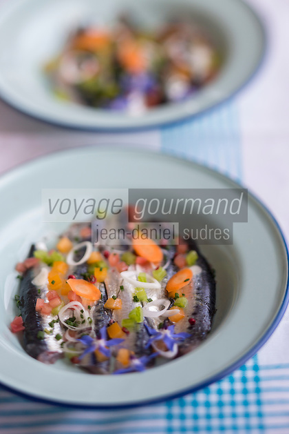 France, Morbihan (56), Golfe du Morbihan, Arzon, Port-Navalo: Filets de sardines marinés aux aromates, recette de Serge Adam , restaurant Le Grand Largue à Port-Navalo // France, Morbihan,   Gulf of Morbihan, Arzon, Port-Navalo: Fillets marinated sardines with herbs, recipe Serge Adam Le Grand Largue Port Navalo