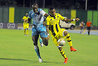 BARRANCABERMEJA- COLOMBIA - 19-08-2015: Arley Rodriguez (Der) jugador de Alianza Petrolera disputa el balon con   Martin Garcia  de Jaguares FC durante partido  por la fecha 7 de la Liga Aguila II 2015 jugado en el estadio Daniel Villa Zapata. / Arley Rodriguez player of Alianza Petrolera   fights the ball against   Martin Garcia   Jaguares FC during a match for the seventh date of the Liga Aguila II 2015 played at Daniel Villa Zapata  stadium in Barrancabermeja city. Photo: VizzorImage / Jose David Martinez / Contribuidor