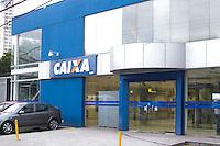 SÃO PAULO, SP, 05.05.2015 - CASA-PRÓPRIA - Caixa Econômica Federal anuncia novas regras de financiamento de imóveis na tarde desta terça-feira, vista da agência da Avenida Corifeu de Azevedo Marques na região oeste da cidade de São Paulo.(Foto: Kevin David / Brazil Photo Press)