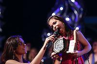 SÃO PAULO, SP, 18.11.2015 - PREMIAÇÃO-SP - Mc Melody  e Moniza Iozzi durante entrega do Prêmio Jovem Brasileiro 2015 no Palácio das Convenções do Anhembi, na zona norte de São Paulo, na noite desta quarta-feira, 18. (Foto: Adriana Spaca/Brazil Photo Press)