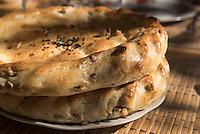 Fladenbrot in Usbekistan, Asien<br /> pita bread in  Uzbekistan, Asia