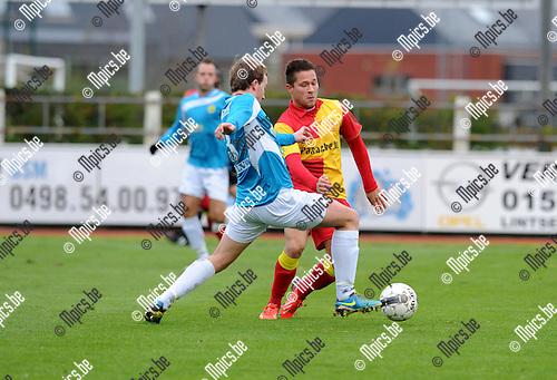 2013-11-24 / Voetbal / seizoen 2013-2014 / KFC Duffel - Wolvertem / Mats Vandeweeghde met Yens Peeters (r. Duffel)<br /><br />Foto: Mpics.be