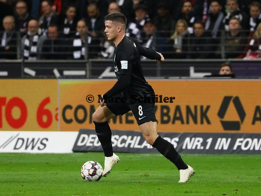 Luka Jovic (Eintracht Frankfurt) - 11.11.2018: Eintracht Frankfurt vs. FC Schalke 04, Commerzbank Arena, DISCLAIMER: DFL regulations prohibit any use of photographs as image sequences and/or quasi-video.