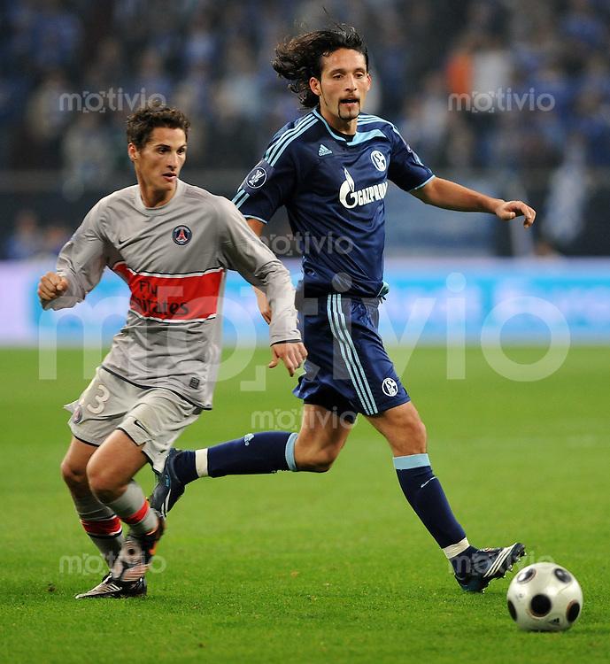 FUSSBALL   INTERNATIONAL   UEFA CUP   SAISON 2008/2009  GRUPPENPHASE FC Schalke 04 - Paris St. Germain   23.10.2008 Jeremy CLEMENT (li, Paris) gegen Kevin KURANYI (re, Schalke)