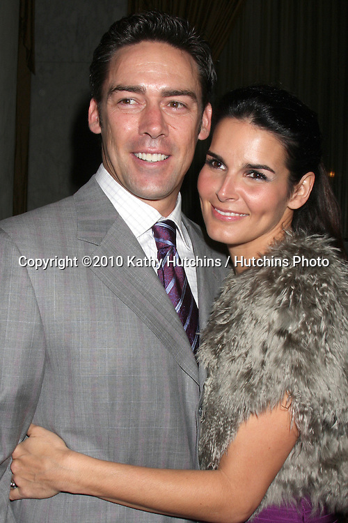 "Jason Sehorn & Angie Harmon.arriving at ""An Unforgetable Evening"" benefiting EIF's Women's Cancer Research Fund 2010.Beverly Wilshire Hotel.Beverly Hills, CA.January 27, 2010.©2010 Kathy Hutchins / Hutchins Photo...."