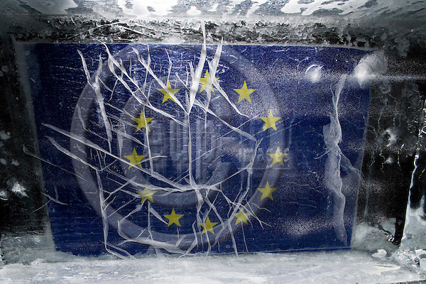BRUSSELS - BELGIUM - 10 FEBRUARY 2009 --  The EU-flag inside an ?Ice Cube? illustrating a ?Climate Change? simulation model outside the Commission on Berlaymont Esplanade.  Photo: Erik Luntang/EUP-IMAGES