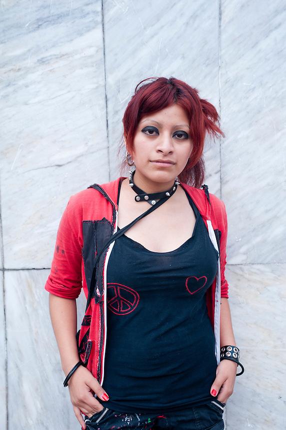 Andrea Florentino Sabino (18 years old). Portraits of Adolescents, glorieta de Insurgentes, in Mexico City. Release #20