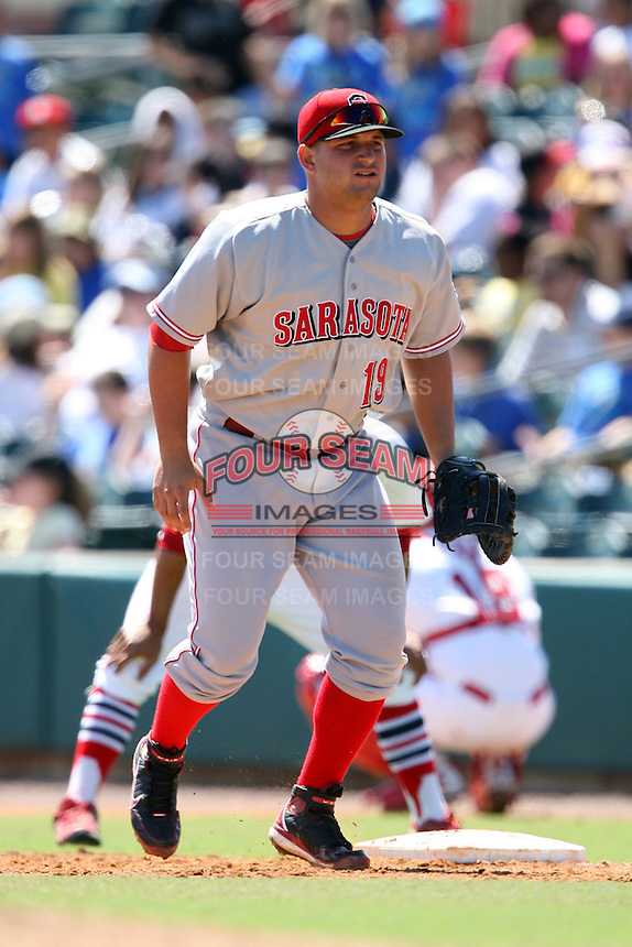 April 15, 2009:  First Baseman Yonder Alonso (19) of the Sarasota Reds, Florida State League Class-A affiliate of the Cincinnati Reds, during a game at Roger Dean Stadium in Jupiter, FL.  Photo by:  Mike Janes/Four Seam Images