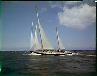 Raph, conçu en 1968 par Alain Mauric, skipper Alain Gliksman pour la Transat en solitaire, vainqueur de la SNIM. Transformé et rebaptisé 33 Export il participe à la Whitbread 73 et 77