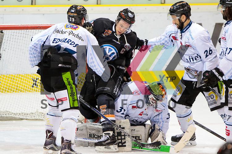 vl Maury Edwards (Straubing, 23), Tyler Haskins (Kapit&auml;n, Wolfsburg, 10), Dimitri P&auml;tzold (Paetzold, Straubing, 32), Mike Hedden (Straubing, 26) Zweikampf, Duell, duel, tackle, Dynamik, Action, Aktion beim Spiel in der DEL, Grizzlys Wolfsburg (dunkel) - Straubing Tigers (weiss).<br /> <br /> Foto &copy; PIX-Sportfotos *** Foto ist honorarpflichtig! *** Auf Anfrage in hoeherer Qualitaet/Aufloesung. Belegexemplar erbeten. Veroeffentlichung ausschliesslich fuer journalistisch-publizistische Zwecke. For editorial use only.
