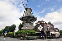 Nederland Amsterdam- juli 2020. Stellingmolen de Gooyer. Brouwerij 't IJ.  Foto  ANP / Hollandse Hoogte / Berlinda van Dam
