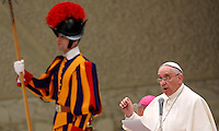 Papa Francesco tiene l'udienza generale del mercoledi' in aula Paolo VI, Citta' del Vaticano, 21 gennaio 2015.<br /> Pope Francis attends his weekly general audience in the Paul VI hall at the Vatican, 21 January 2015.<br /> UPDATE IMAGES PRESS/Isabella Bonotto<br /> <br /> STRICTLY ONLY FOR EDITORIAL USE